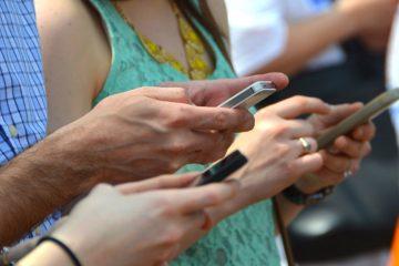 Francuska zabranjuje mobilne telefone u školi
